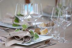 #Invitoanozze nella natura. Tralci di edera, storie di unione, passione e fedeltà sul tavolo degli #sposi. #Amore che non conosce distacco... http://www.cadelach.it/posts/invito-a-nozze.-r.s.v.p-173.php Domenica 18 gennaio 2015 h. 17.00 @Ai Cadelach Hotel Ristorante & Centro Benessere Un Assaggio di #Matrimonio. Progetto di stile con @chrimalabeventi http://www.cadelach.it/press/invito-a-nozze.php  #cadelach #revinelago #treviso #matrimoni #allestimenti #wedding #nozze #misenplace #tavola