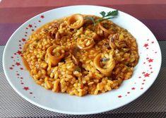 Arròs melós amb calamars   M'agrada Catalunya Risotto, Nom Nom, Rice, Meals, Cooking, Ethnic Recipes, Food, Chicken Paella, One Pot Dinners