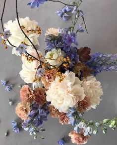 color pallet for your wedding floral design! Flowers Nature, Beautiful Flowers, Ikebana, Floral Wedding, Wedding Flowers, Bouquet Flowers, Bouquet Wedding, Fall Wedding, Illustration Blume