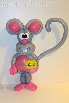A balloon mouse . Balloon Hat, Balloon Crafts, Balloon Animals, The Balloon, Balloon Centerpieces, Balloon Decorations, Balloon Ideas, Twisting Balloons, 16th Birthday