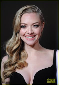 Amanda Seyfried: 'Les Miserables' World Premiere - that makeup, that hair!