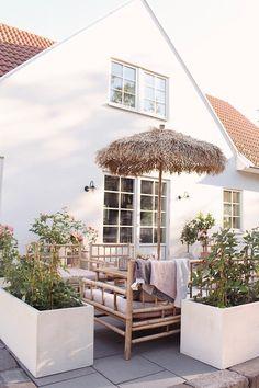 Outdoor Rooms, Outdoor Gardens, Outdoor Living, Small Cottage Garden Ideas, Home And Garden, Boho Chic Interior, Garden Deco, Diy Garden Projects, House Front