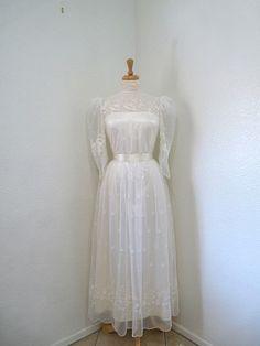 Lace wedding dress /1950s Wedding dress by KMalinkaVintage on Etsy