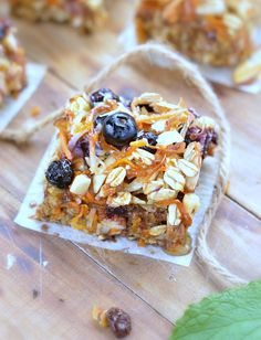 Healthy Baked Oatmeal Breakfast Bars packed with carrots, banana, flaxseeds and almonds. A delicious and easy blender recipe, 100% vegan