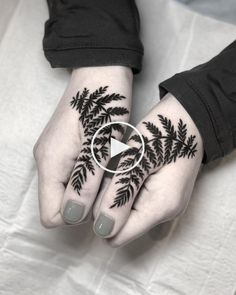 #tattoo #tattoo #art #bodyart #idea #design #tattoospirit #blatt #finger #female #handtattoos Side Hand Tattoos, Tattoo Spirit, Home Tattoo, Print Tattoos, Stick N Poke Tattoo, House Tattoo
