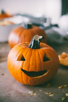 Simple, happy jack o'lantern #LovePumpkins #Halloween #Pumpkins