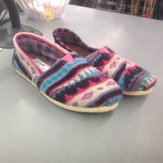 TOMS  Perfect for winter!  Sz: 8, $20!