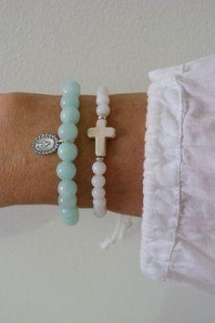 @racuecue otra idea ... btw crees que nos pueda ayudar a encontrar cueritos para los hombres/niños? beaded bracelet white shell cross bracelet by beachcombershop