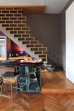 40 Awesome Modern Stairs Railing Design for Your Home Wood Railings For Stairs, Interior Stair Railing, Modern Stair Railing, Balcony Railing Design, Stair Handrail, Modern Stairs, Staircase Design, Railing Ideas, Modern Loft