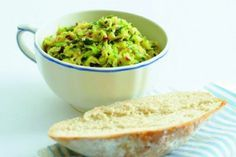 30 nej receptů s cuketami Guacamole, Serving Bowls, Zucchini, Food And Drink, Healthy Eating, Appetizers, Paleo, Cooking Recipes, Snacks