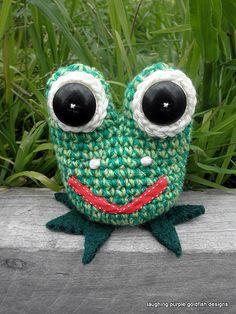 Green Frog - free crochet pattern