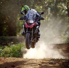 Foto Bmw Adventure Bike, Gs 1200 Adventure, Bmw Motorbikes, Bmw Motorcycles, Bike Bmw, Moto Bike, Trail Motorcycle, Motorcycle Helmets, Honda Africa Twin