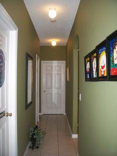 como decorar pasillos tendencias luces macetas verde