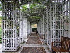Парк Берси (Parc de Bercy) | Ландшафтный дизайн садов и парков France Landscape, Garden Guide, Outdoor Structures, Exit Room