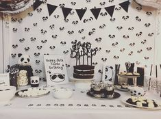 Prepare for panda cuteness, because these panda party ideas will knock your socks off! We are totally loving this new party trend! Panda Themed Party, Panda Birthday Party, Birthday Goals, 1st Boy Birthday, 1st Birthday Parties, Birthday Party Decorations, Panda Candy, Baptism Themes, Panda Baby Showers