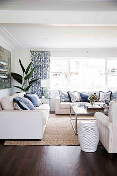 Read on to discover the essential steps to unlocking classic Hamptons decorating style that works just as well in Australia as it does on the East Coast of America. # classic Home Decor 10 easy ways to decorate your home with Hamptons style decor Hamptons Living Room, Coastal Living Rooms, Hamptons House, Home Living Room, Living Room Decor, Classic Home Decor, Classic House, Hamptons Style Decor, Beach Cottage Decor