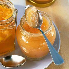 Melonen-Pfirsich-Marmelade - sieht schon verdammt gut aus *sabber* 1/2 kg Honigmelone (geputzt gewogen), 1/2 kg Pfirsiche (geputzt gewogen), Saft und Schale von 1 unbehandelten Zitrone, 1 kg Gelierzucker (1:1), 1 Päckchen Gelfix