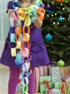 Family Chain Link Activity for Kids Get the best Fitness Tips at Fitness Tips The simpleness of paper chains enables the whole family to participate in a variety of activities that use them. Carnival Party Favors, Circus Party Decorations, Carnival Birthday Parties, Party Girlande, Activities For Kids, Crafts For Kids, Celebration Day, Paper Chains, Christmas Mood