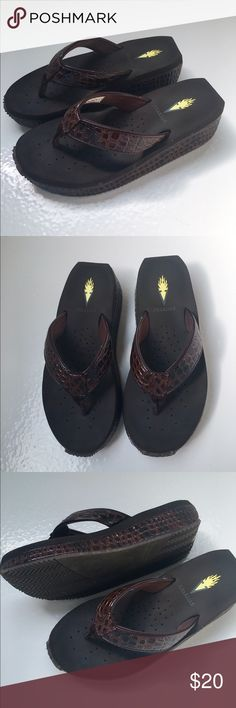 Ladies Volatile brown flip flops size 6 Beautiful and comfortable women's Volatile flip flops. These are a dark brown, patent alligator pattern. The soles are soft and padded, non-slip. These are in excellent condition only worn once! Volatile Shoes Sandals