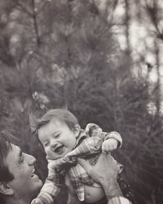 Zabawy z tatą dostarczają maluchowi wiele radości. Podaruj swojemu dziecku wszystko, co najlepsze na http://mlekolandia.pl/