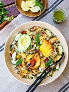 GRILLED PEACH, CORN & ZUCCHINI QUINOA SALAD + LEMON-BASIL VINAIGRETTE - THE SIMPLE VEGANISTA