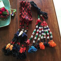 https://www.etsy.com/nl/listing/259388048/two-large-vintage-bedouin-tribal-tassels