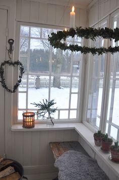 Vita Verandan: glasveranda - New Ideas Three Season Room, Nordic Christmas, Scandinavian Home, Yule, Christmas Inspiration, Mudroom, Cottage Style, Old Houses, My Dream Home