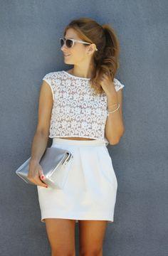 Top de encaje y falda blanca. A trendy life