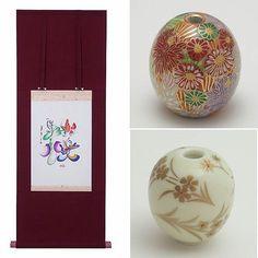 【kakejikustudio_ren】さんのInstagramをピンしています。 《フラワーメッセージはお名前から一文字とってお誕生や賀寿のお祝いのプレゼントにもおすすめしています。子がつく魅力的な名前の一位は桜子ちゃんなんですって。アクセサリーはBouquetやCerisierがオススメです。  #interior#homedesign#interiordecor#artworks#kanji#art#japaneseart#accesorry #インテリア#インテリアコーディネート#風水#風水花文字#和室デザイン#花束#風水インテリア#新築#花文字#桜#漢字#美文字#エレガント#床の間インテリア#床の間ディスプレイ#桜子#誕生日プレゼント#九谷焼#清水焼#アクセサリー#桜の花言葉は精神美#優美》
