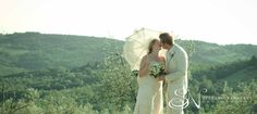 Romantinc wedding couple in the tuscany countryside #weddinginitaly #weddingintuscany #weddingphotographer #stylemepretty #tuscanycountryside