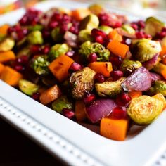 Beautiful Brussels Sprouts by Ree (The Pioneer Woman Cooks! The Pioneer Woman, Pioneer Women, Food Network Recipes, Cooking Recipes, Healthy Recipes, Healthy Food, Healthy Eating, Healthy Dinners, Cooking Tips