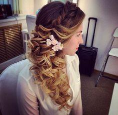 braided wavy bridal hairstyle via antonina roman - Deer Pearl Flowers / http://www.deerpearlflowers.com/wedding-hairstyle-inspiration/braided-wavy-bridal-hairstyle-via-antonina-roman/
