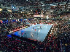 Ab dem 10. September kann man in der Arena Nürnberger Versicherung die besten Mannschaften und Spieler der Welt erleben und den Aufsteiger HC Erlangen  unterstützen. #hcerlangen #erlangen #hlstudios #Handball #dkbhbl #ArenaNuernbergerVersicherung #hce #wirsindwiederda www.hc-erlangen.de #dauerkarte2016