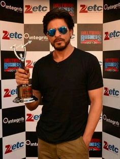 Shah Rukh Khan - ETC Bollywood Award for 200 Crore & Best Marketed Film Chennai Express Bollywood Photos, Bollywood Stars, My Name Is Khan, Chennai Express, Sr K, India People, King Of Hearts, Beautiful Wife, Keep Calm And Love