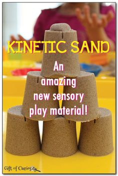 Kinetic sand sensory play - a really amazing new #sensoryplay material that feels and acts like a combination of wet sand, play dough, and oobleck. || Gift of Curiosity