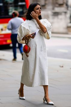 The 10 street-style looks you'll want to copy from London Fashion Week- HarpersBAZAARUK Look Street Style, Urban Street Style, Street Style Summer, Street Styles, Street Chic, Urban Fashion, Trendy Fashion, High Fashion, Womens Fashion