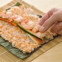 10 Steps to Making a California Roll!  I LOVE THESE!