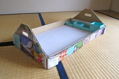 Cardboard tray with handles - portable work surface