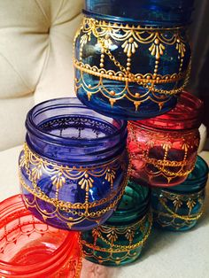 This mason jar lantern is hand-painted and is inspired by the beauty of henna art. Makes a lovely gift! Size: half-pint Colors(as pictured in photos 2-3): Sapphire Blue, Turquoise, Emerald Green, Pepper Red, Indian Red, Lazuli(violet)  Use as: *Candle holder *Desktop organizer (perfect for pens/pencils, paperclips, etc) *Home decor  Perfect for indoor and outdoor uses.  Custom orders welcome!  Feel free to ask away if you have any questions. Happy shopping