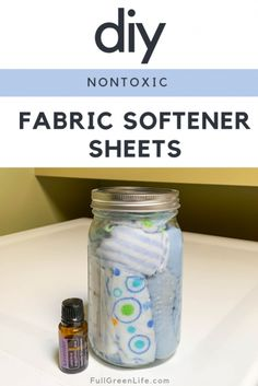 DIY fabric softener sheets will replace the toxic store-bought ones and leave your laundry feeling just as soft and fresh-smelling. Bonus: saves you money! Homemade Dryer Sheets, Homemade Fabric Softener, Fabric Softener Sheets, Homemade Laundry Softener, Vinegar Fabric Softener, Homemade Detergent, House Cleaning Tips, Cleaning Hacks, Cleaning Solutions