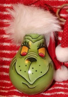 Grinch ornament made from an old lightbulb! I ♥ The Grinch! Recycled Light Bulbs, Painted Light Bulbs, Light Bulb Art, Light Bulb Crafts, Grinch Ornaments, Christmas Ornaments, Lightbulb Ornaments, Lightbulbs, Grinch Christmas