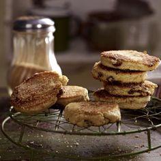 Waliser Pfannkuchen mit Rosinen und Zimt (Welsh Cakes) Rezept | LECKER
