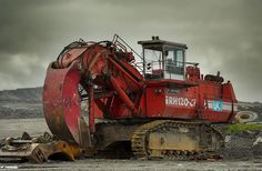 Big red digger by Grahames pics, via Flickr