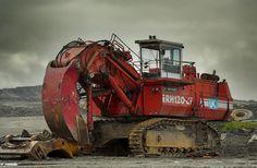 Big red digger by Grahames pics, via Flickr