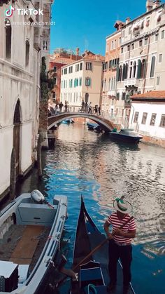 The ultimate Venice travel guide to make your trip unforgettable. Must-see destinations, where to find the best pizza, when to visit St. Beautiful Places To Travel, Cool Places To Visit, Romantic Travel, Romantic Vacations, Venice Travel Guide, Travel Aesthetic, Italy Travel, Italy Vacation, Adventure Travel