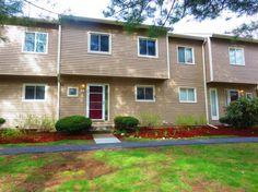 D6 Stonehedge Drive, Unit D6, South Burlington, Vermont // 3 lvl / 3 bed / 3 bath / 1,740 sq ft $227,500 // $317/month HOA