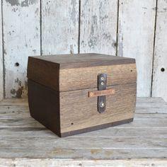 Boîte aux trésors par Peg et poinçon par PegandAwl sur Etsy