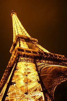 ggg///gold lights on the Eiffel Tower. Tour Eiffel, Torre Eiffel Paris, Paris Eiffel Tower, Eiffel Towers, Places To Travel, Places To See, Monuments, I Love Paris, Paris Ville