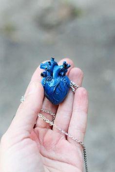Anatomical heart necklace human heart necklace frozen heart alguém me dá um Fantasy Jewelry, Gothic Jewelry, Cute Jewelry, Unique Jewelry, Dainty Diamond Necklace, Anatomical Heart, Triangle Necklace, Polymer Clay Pendant, Valentines Jewelry