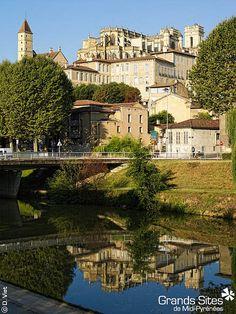 Auch - Grand Site de Midi-Pyrénées, via Flickr. Destination Voyage, Destinations, Pyrenees, South Of France, Paths, Places To Visit, Mansions, World, House Styles